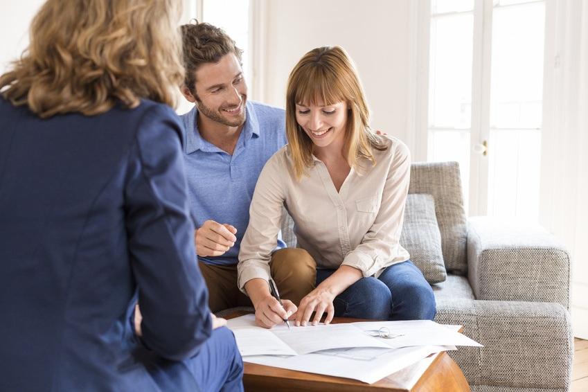 młoda para szuka kredytu MdM
